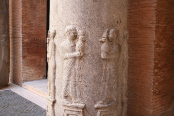 Pillar_Temple_of_Isis