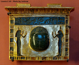 Isis and Nephthys guard the heart scarab that is given to the deceased.