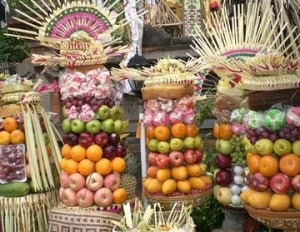 Modern Balinese food offerings that look remarkably Egyptian